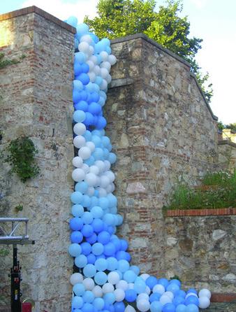 Fra.Biancoshock balloon waterfall