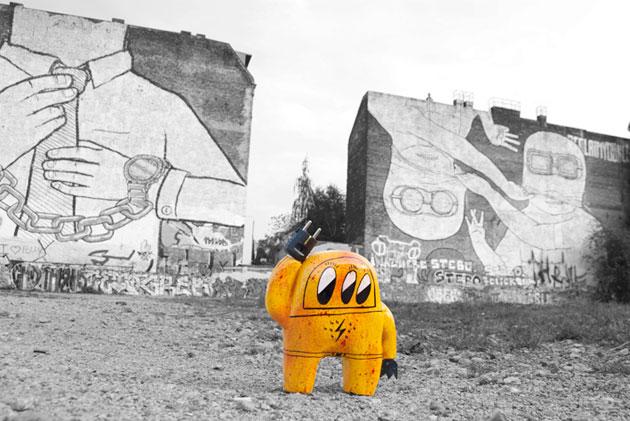 astro naut street art toy sculptures in Berlin
