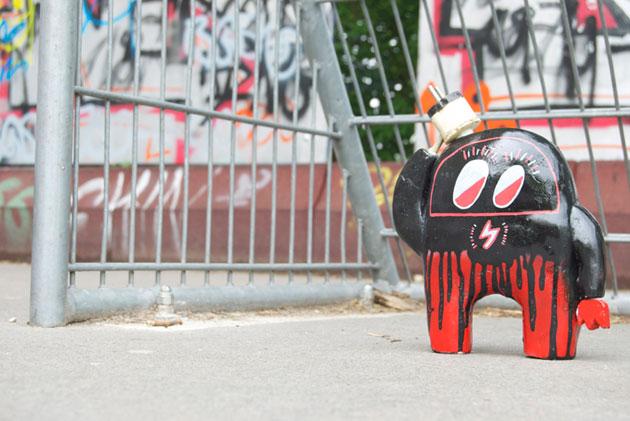 astro naut street art toys in Berlin