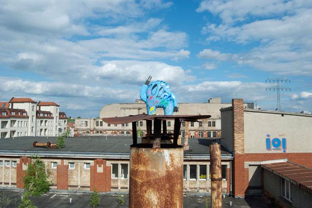 astro naut street art toys photography in Berlin