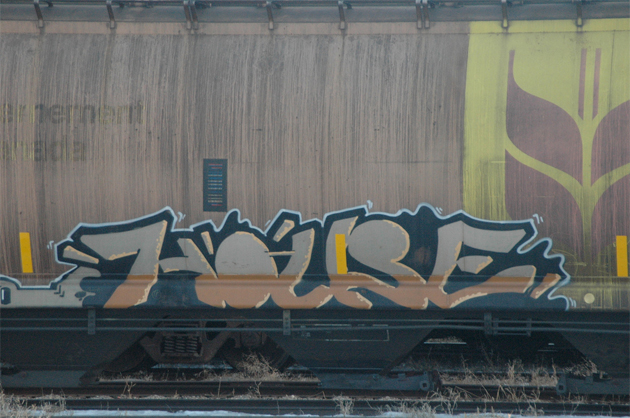 house graffiti freight train