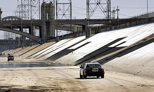 Съёмки фильма в ливневой канализации. Голливуд, Лос-Анджелес, США