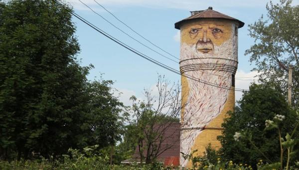 nomerz street art tall character