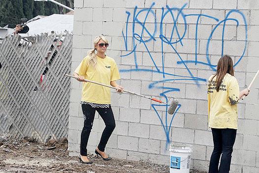 paris hilton buffs graffiti