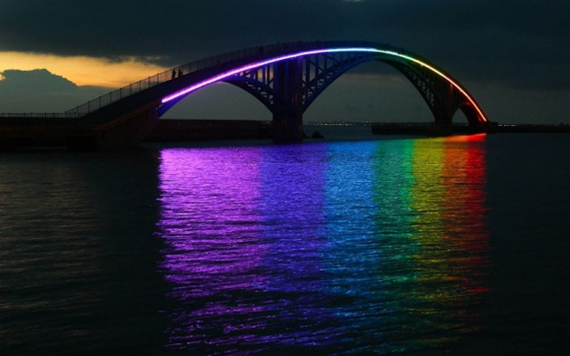 http://senseslost.com/third-rail-content/uploads/rainbow-bridge.jpg