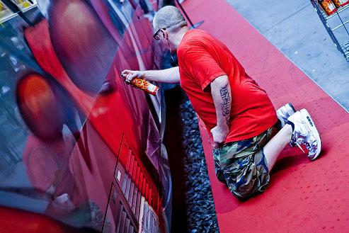 seek graffiti Thalys train