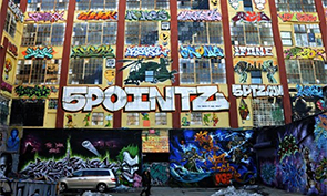 New York Developers are pushing for the demolition of '5 Pointz'