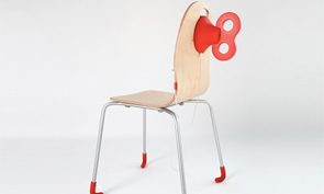 A Wind-Up Chair That Charges Smartphones